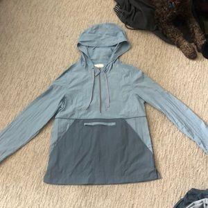 Windbreaker and rain jacket pullover